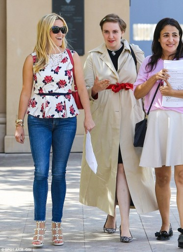 2BE42F7C00000578-3218926-Twice_as_fun_Reese_Witherspoon_and_Lena_Dunham_were_spotted_afte-m-188_1441165030071